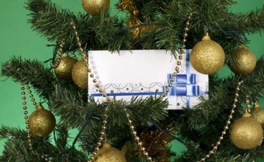 bigstock-White-Envelope-For-Christmas-6688773-640x395